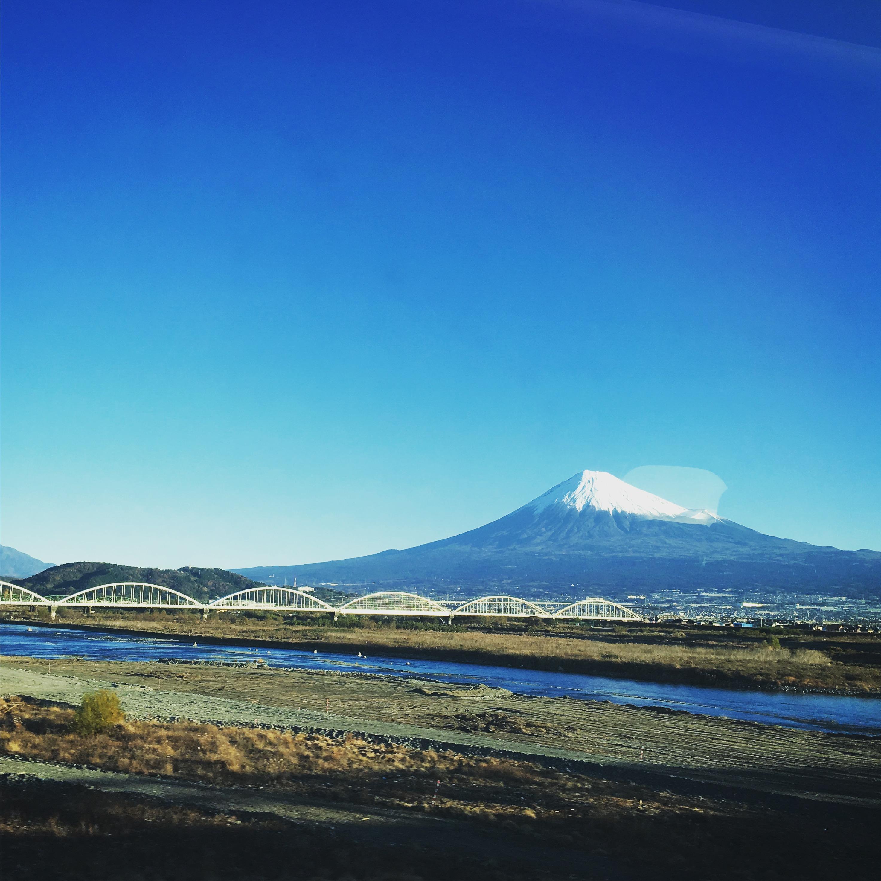 関東支部特別講演の日の富士山(新幹線内から)